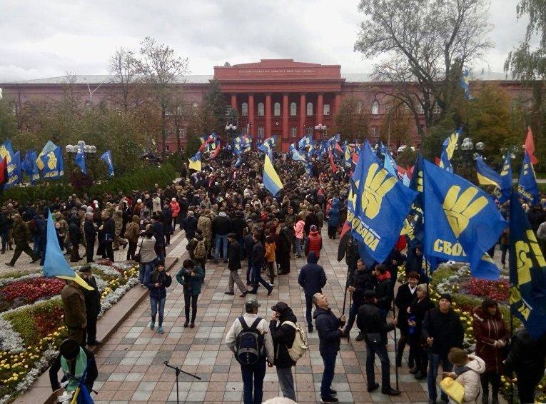 Марш славы героев: центр столицы Украины сотрясли взрывы петард
