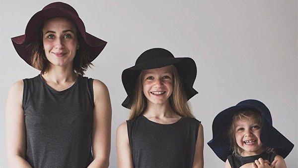 Мама и дочки в одинаковых образах