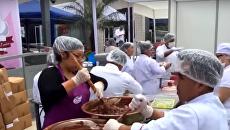 Огромные шоколадка, лепёшка и пирог: в Перу, Гондурасе и Боснии попытались установить мировой рекорд
