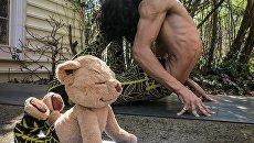 Йога с плюшевым медведем