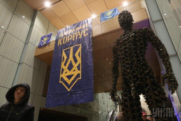 Националисты захватили вертолетную площадку Януковича