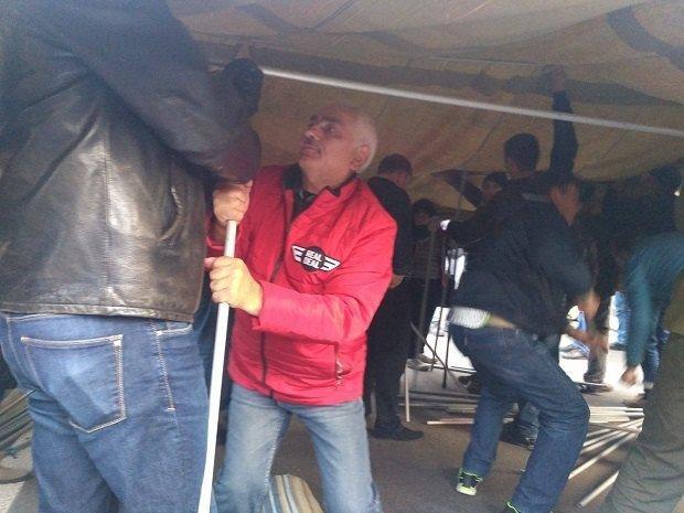 Столкновения националистов иправоохранителей произошли устен Верховной рады