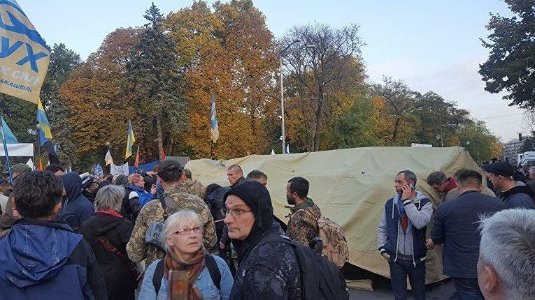 Палаточный городок разбили митингующие вцентре столицы Украины