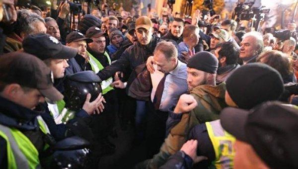 Толпа шакалов. народный депутат Барна прокомментировал нападение протестующих уРады