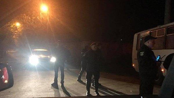 Военная техника возле частной резиденции Петра Порошенко под Киевом