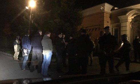 """""""Автомайдан"""" прибыл к  резиденции Петра Порошенко под Киевом"""