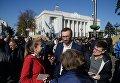 Народный депутат Сергей Лещенко у Верховной Рады. Архивное фото