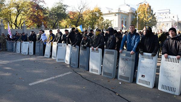 Вовремя столкновений уздания Верховной Рады пострадали двое полицейских