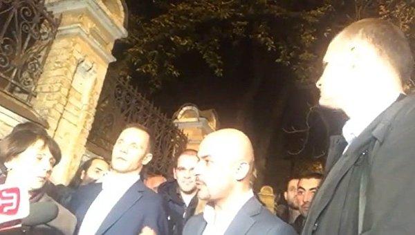 Пришедшие к Порошенко депутаты передумали с ним встречаться