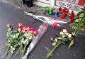 Жители Харькова несут цветы к месту смертельной аварии