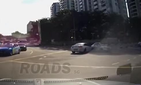 Авария с машиной-призраком всколыхнуло интернет. Видео