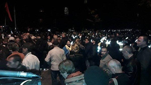 Протестующие пришли под Администрацию президента