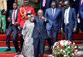 Президент Кении Ухуру Кениата принимает участие в праздновании Дня героев в парке Ухуру в Найроби