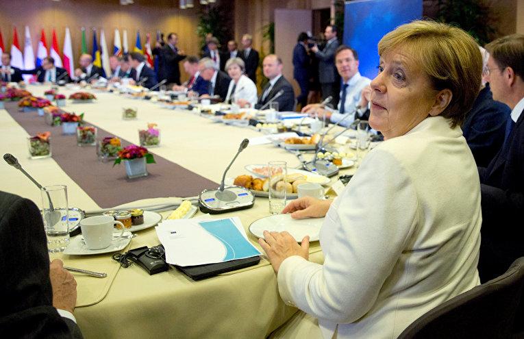 Канцлер Германии Ангела Меркель и другие лидеры Европейского Союза участвуют в саммите ЕС в Брюсселе