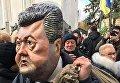 Участник вече под Радой в маске Петра Порошенко, 22 октября 2017