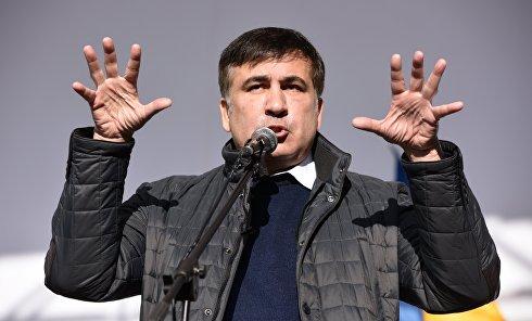 Михаил Саакашвили выступает на вече у здания Верховной Рады