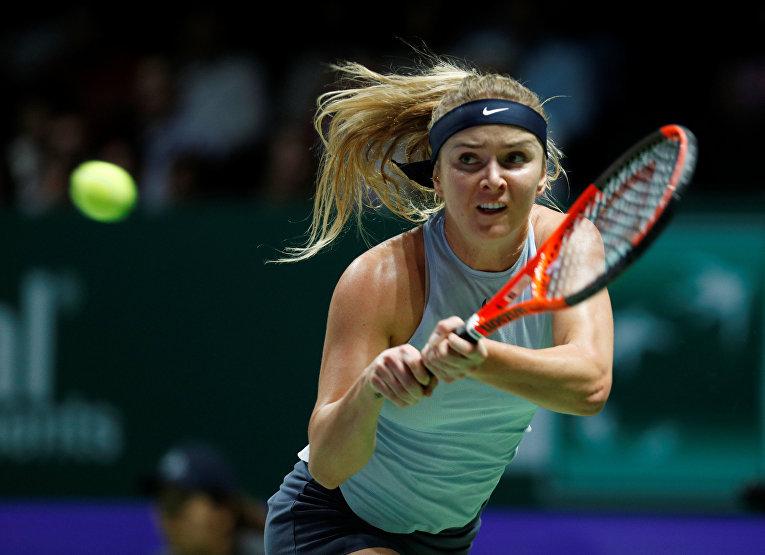 Финал WTA. Украинка Элина Свитолина во время матча с Кэролайн Возняцки