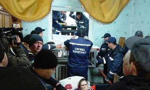Транспортировка женщины весом 370 кг в Житомирской области сотрудниками ГСЧС