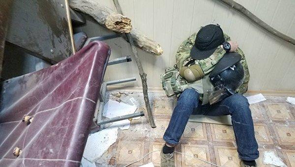 Вовремя штурма Святошинского суда спецназовцы побили корреспондента «Громадського»