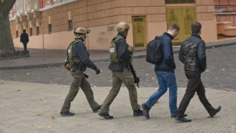 Спецназовцы и детективы НАБУ после обысков офиса мэра Одессы Геннадия Труханова