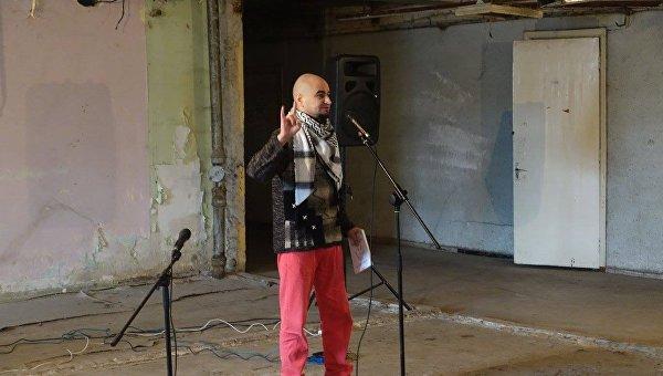 «После поездки вАТО»: известный украинский поэт выпал изокна