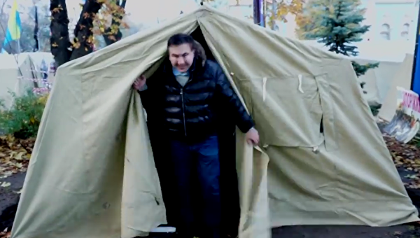 Михаил Саакашвили в палатке