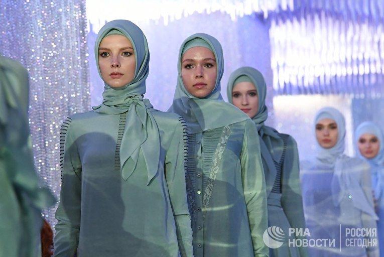 Показ коллекции модного дома Firdaws