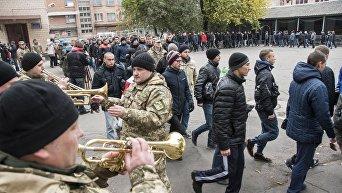 Отправка призывников на срочную службу в ряды Вооруженных Сил Украины, на территории Полтавского областного сборного пункта. Архивное фото