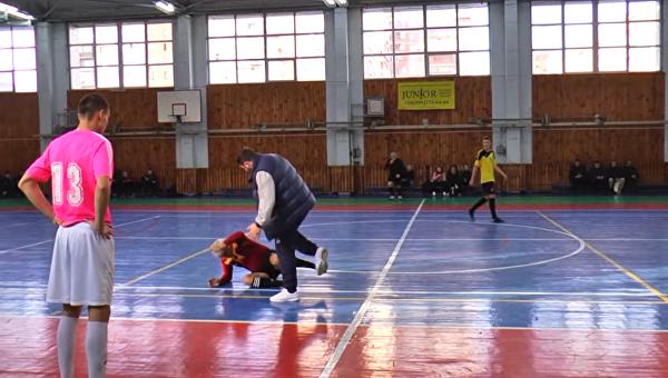 Украинский тренер нокаутировал судью вовремя матча