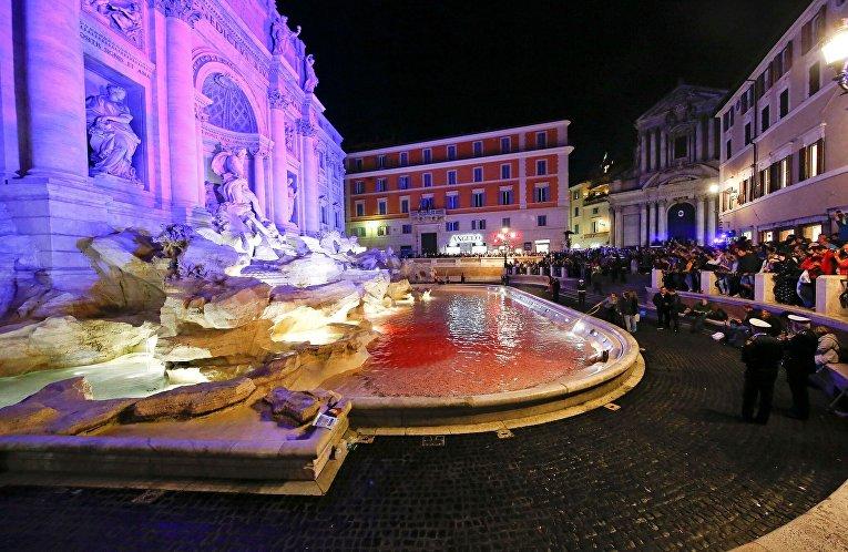 Вандал бросил краску в самый большой фонтан Рима