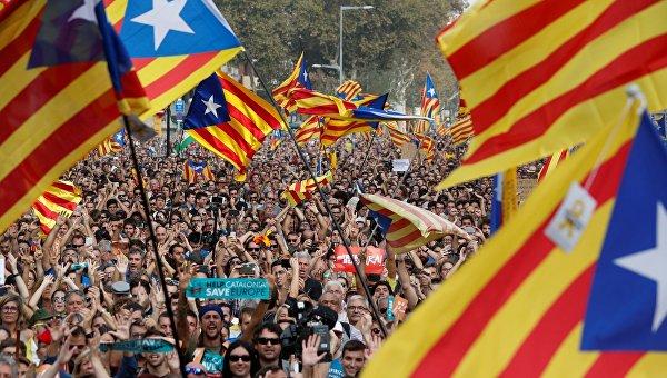 В Каталонии люди ожидают решения о независимости парламента области