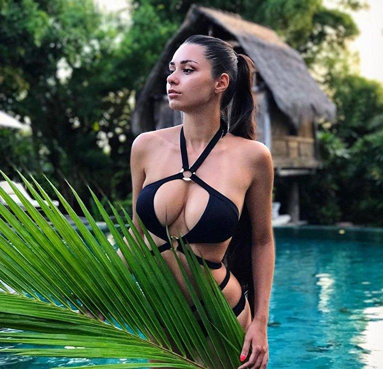 Российская фитнес-модель Хельга Лавкейти, настоящее имя которой Ольга Коробицына