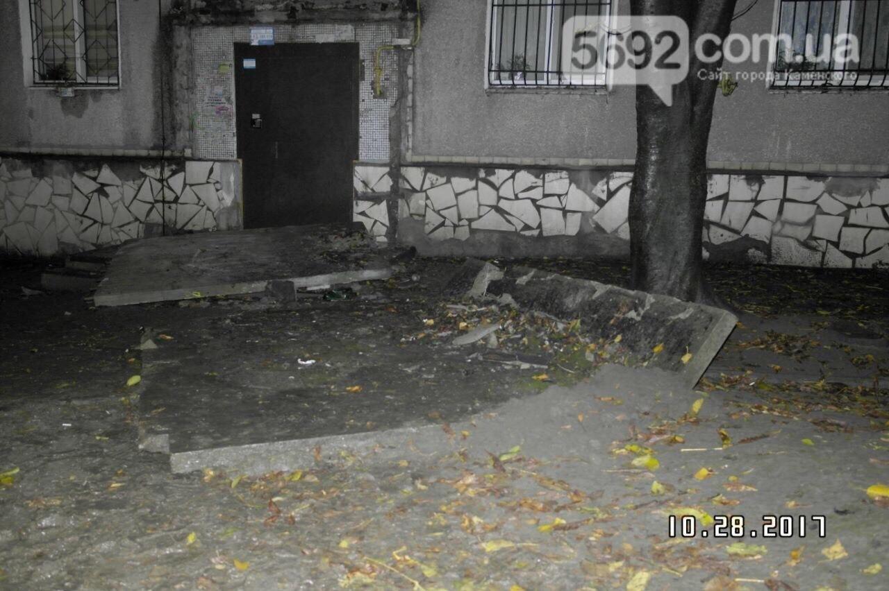 Рухнувшая плита подъезда убила подростка, еще двоих травмировала— катастрофа наДнепропетровщине