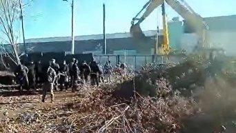 Нападение на воинскую часть в Одессе людей в балаклавах. Видео