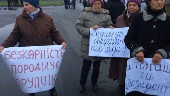 Активисты перекрыли дорогу к логистическому центру компании ROSHEN в Киевской области