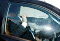 Бывший менеджер кампании Трампа Пол Манафорт в автомобиле покидает свой дом в Александрии, штат Вирджиния