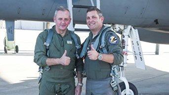 Муженко после полета на истребителе F-15 в США