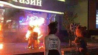 Акция Femen возле магазина Roshen в центре Киева