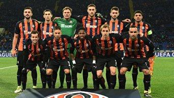 Игроки ФК Шахтер перед матчем против Фейеноорда . Архивное фото