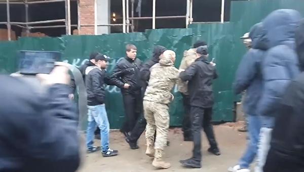Разборки на месте незаконного строительства в Киеве. Видео