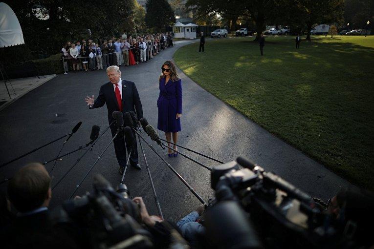 Пресс-конференция президента США Дональда Трампа с супругой во время поездки в Азию