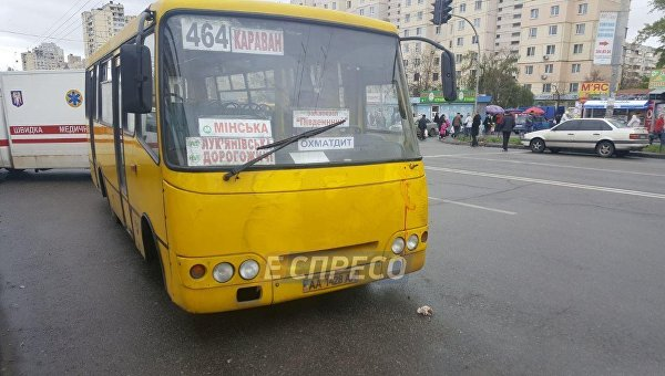 В Киеве маршрутка сбила людей