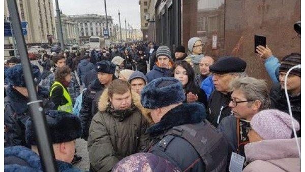Задержание людей в Москве