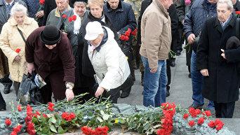 Возложение цветов на Аллее Славы