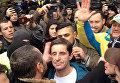 В Киеве толпа избила советника главы МВД Зоряна Шкиряка