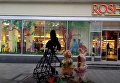В центре Львова сожгли зайчиху у магазина Roshen