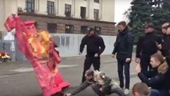 В Одессе сожгли картонного робота