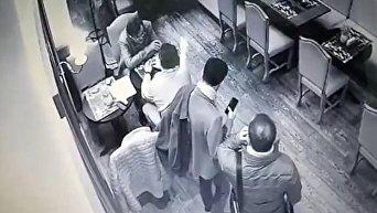 Опубликовано видео как воры-карманники мастерски ограбили бывшего министра в центре Киева
