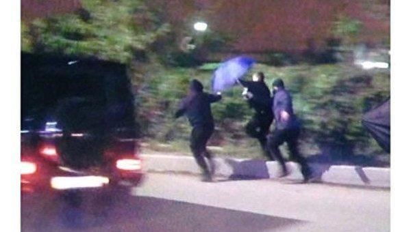 Возле аэропорта Киев неизвестные напали на журналистов
