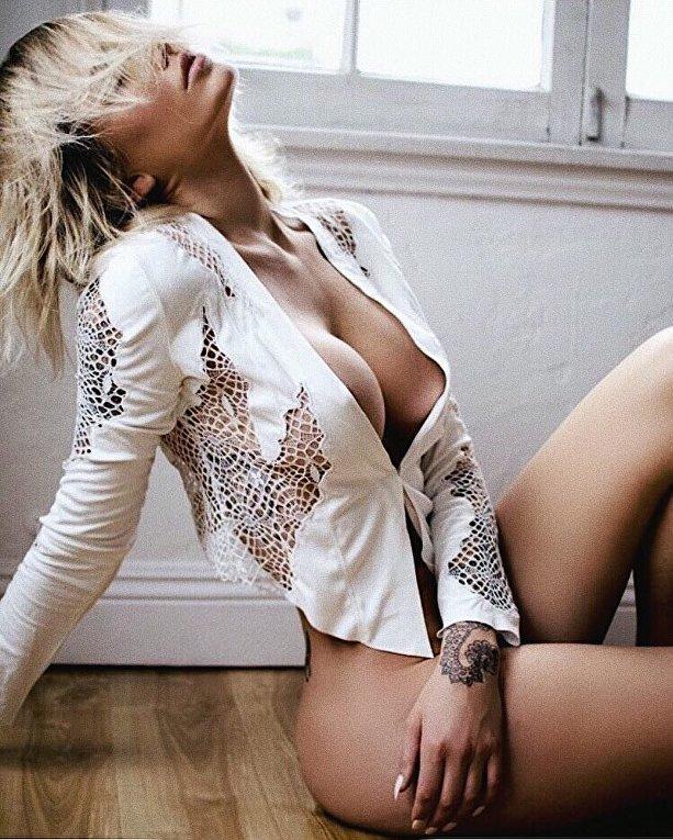 Тату-модель Тина Луиз